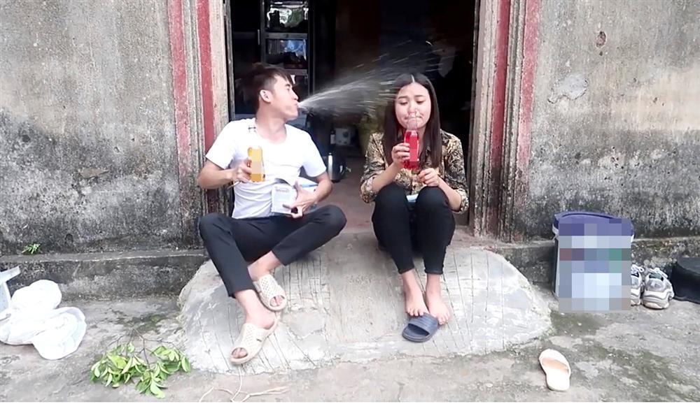 Học đòi theo mẹ và anh trai làm vlog, cô con gái xinh đẹp của bà Tân bị bóc phốt gian dối khán giả-4