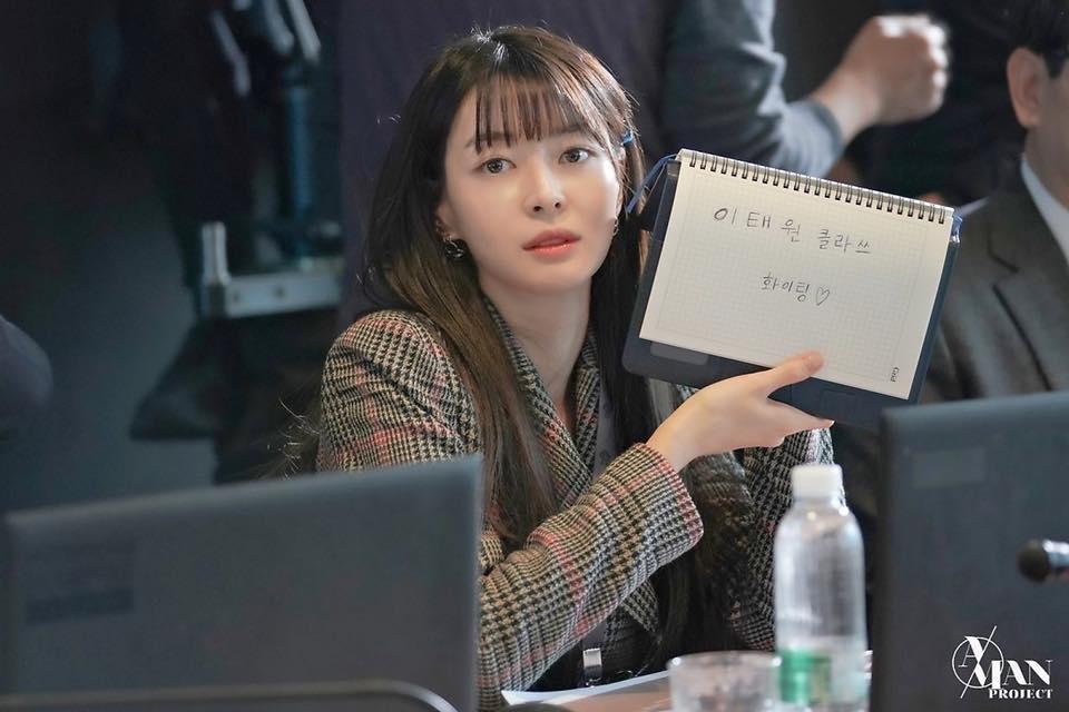 Rụng tim trước loạt ảnh hậu trường của nữ phụ Kwon Nara trong Itaewon Class-2