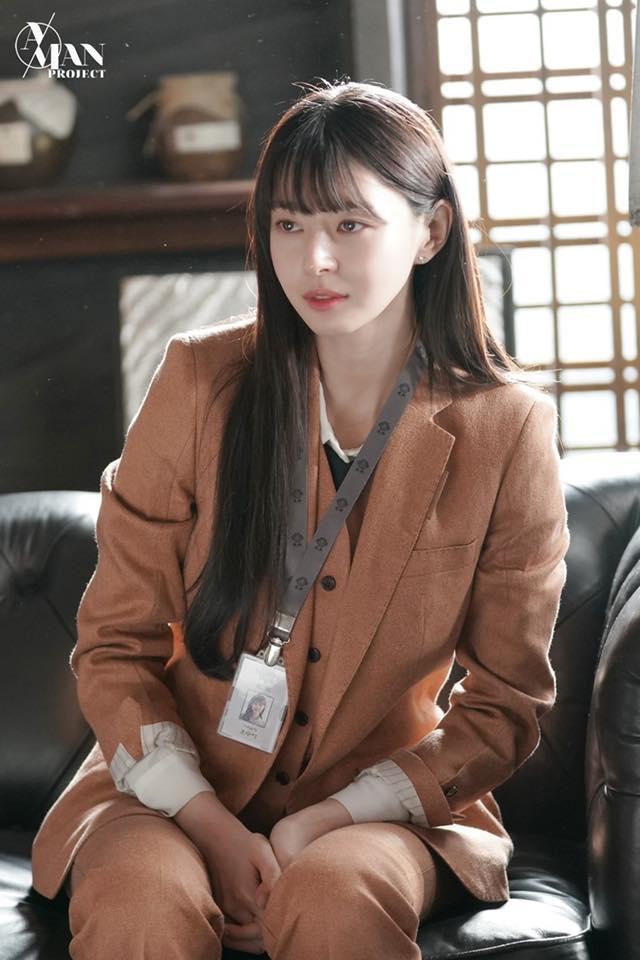 Rụng tim trước loạt ảnh hậu trường của nữ phụ Kwon Nara trong Itaewon Class-3