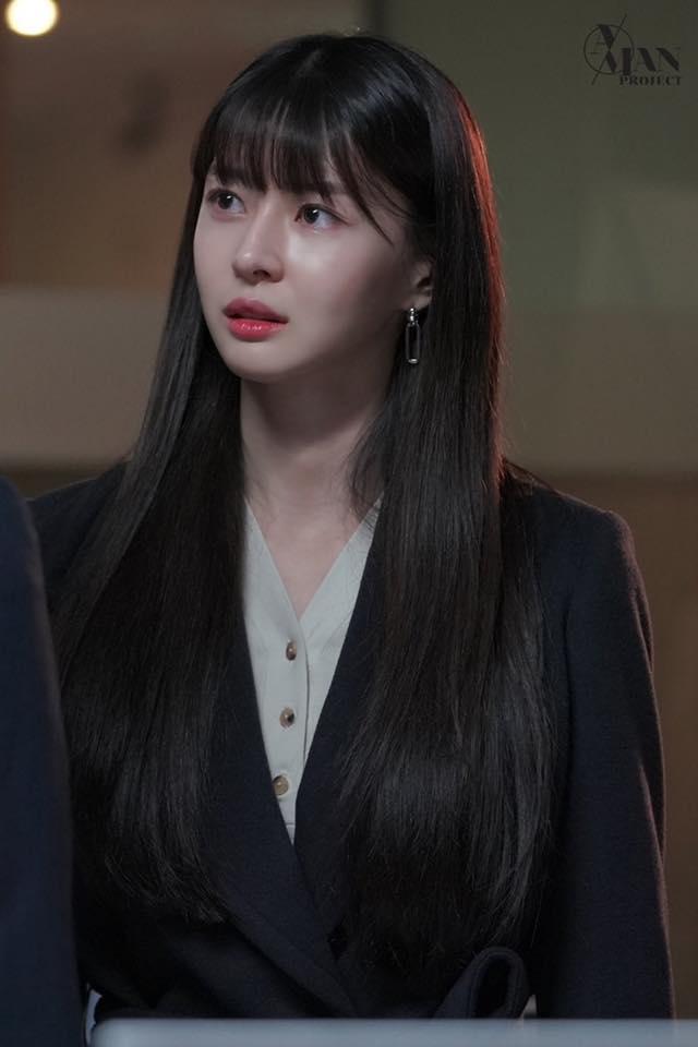 Rụng tim trước loạt ảnh hậu trường của nữ phụ Kwon Nara trong Itaewon Class-4