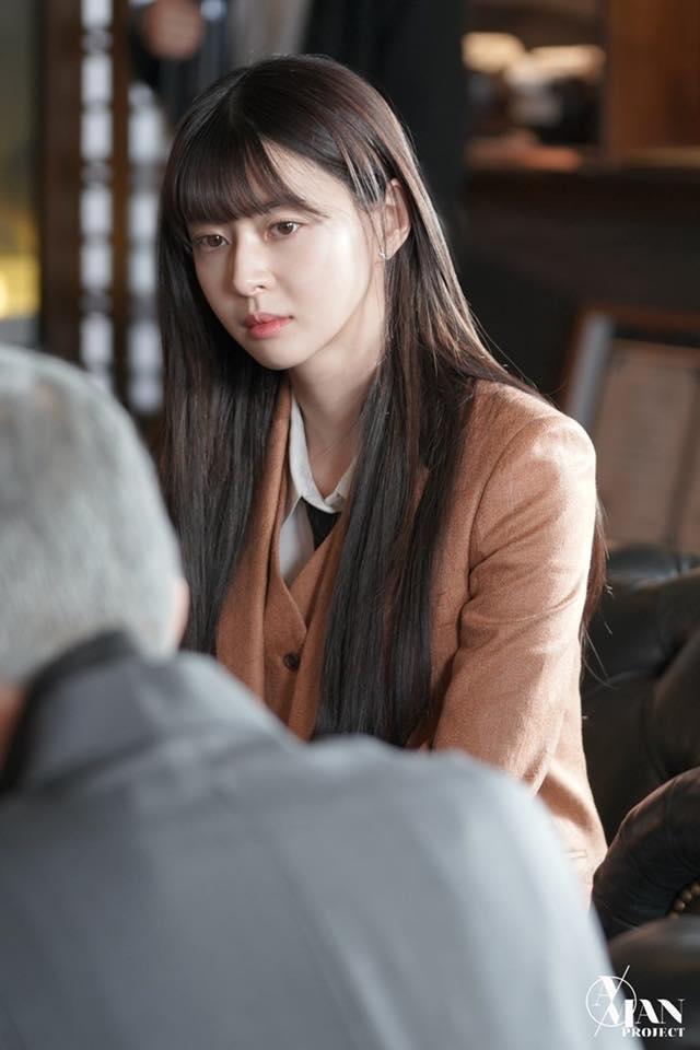 Rụng tim trước loạt ảnh hậu trường của nữ phụ Kwon Nara trong Itaewon Class-6