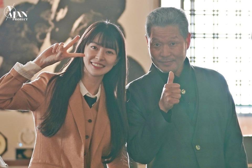 Rụng tim trước loạt ảnh hậu trường của nữ phụ Kwon Nara trong Itaewon Class-5