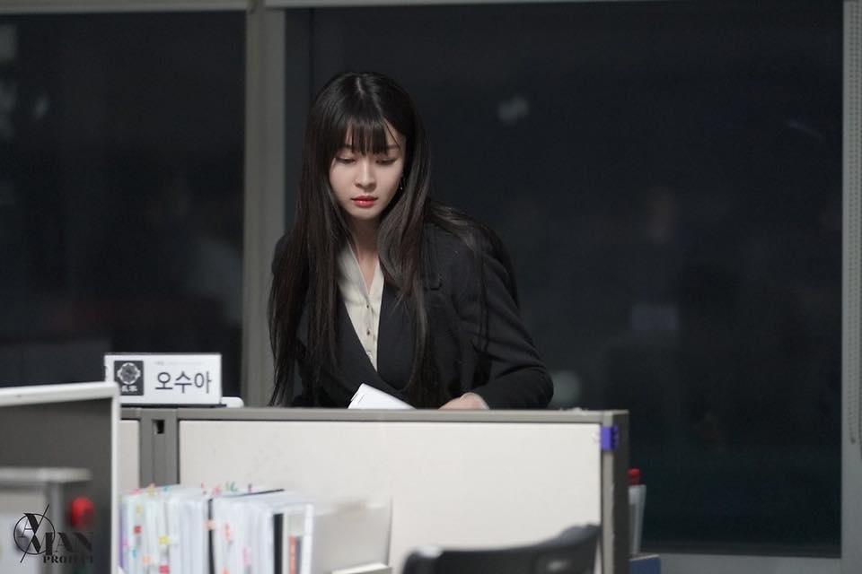 Rụng tim trước loạt ảnh hậu trường của nữ phụ Kwon Nara trong Itaewon Class-7