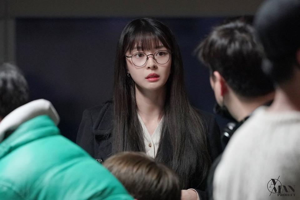 Rụng tim trước loạt ảnh hậu trường của nữ phụ Kwon Nara trong Itaewon Class-8