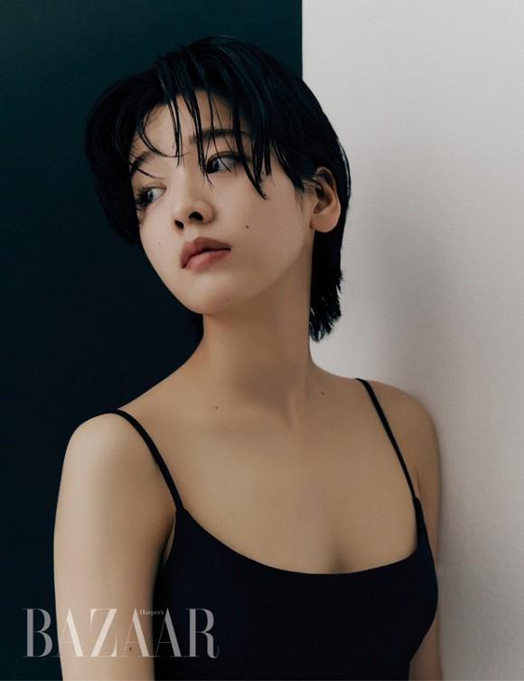 Lần hiếm hoi diện trang phục táo bạo, khoe vòng 1 lấp ló, bộ ảnh nữ đầu bếp chuyển giới của Tầng lớp Iteawon gây sốt-1