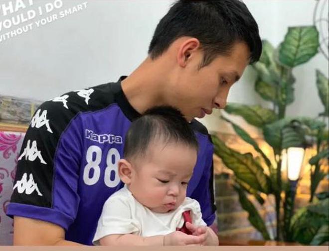 Giải nghỉ vì Covid-19, hội ông bố bỉm sữa tuyển Việt Nam ở nhà chăm con cực khéo-3