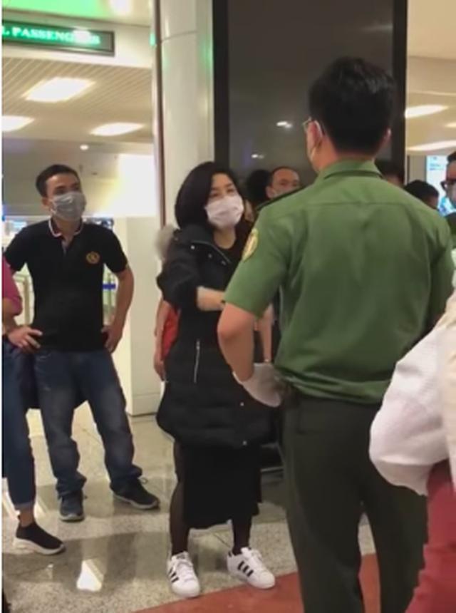 Khắc Việt nói về nhóm người hồi hương gây ầm ĩ sân bay: Hãy văn minh đúng như Việt kiều-1