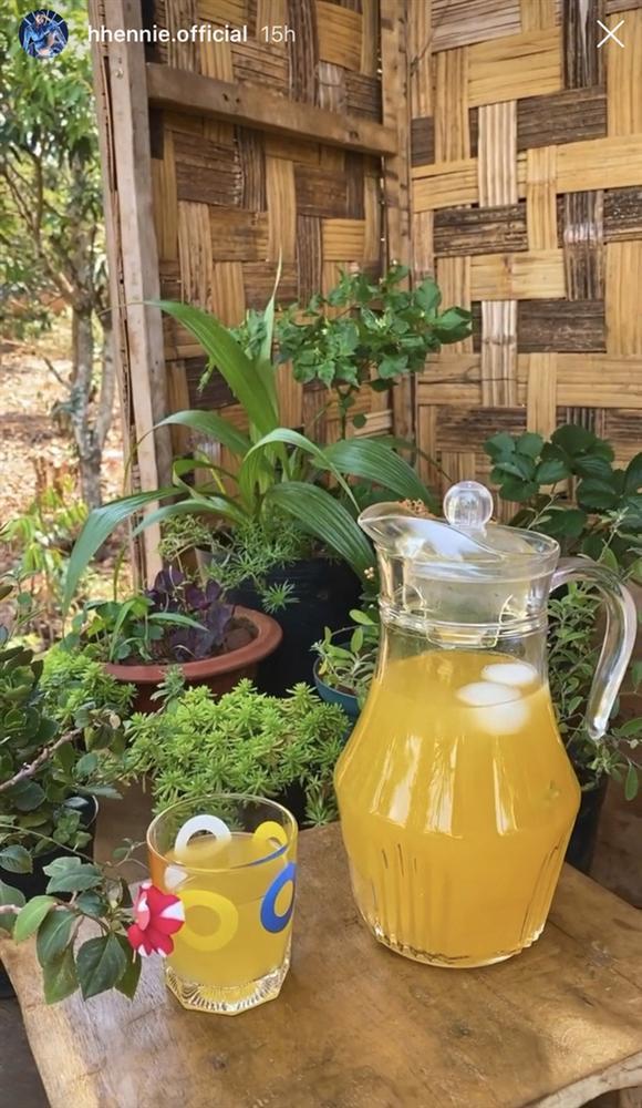 Học hoa hậu HHen Niê trổ tài làm trà ô long cam sả, chẳng cần ra hàng mua nữa rồi!-5
