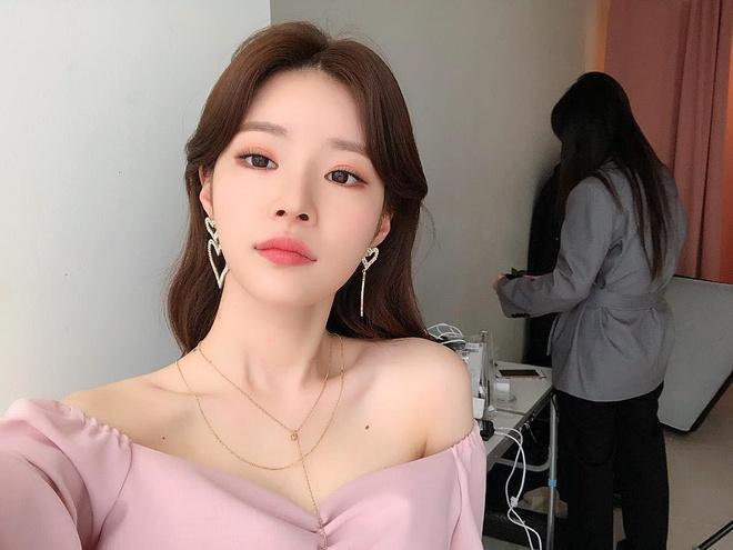 Bạn gái tiễn Seungri nhập ngũ-2