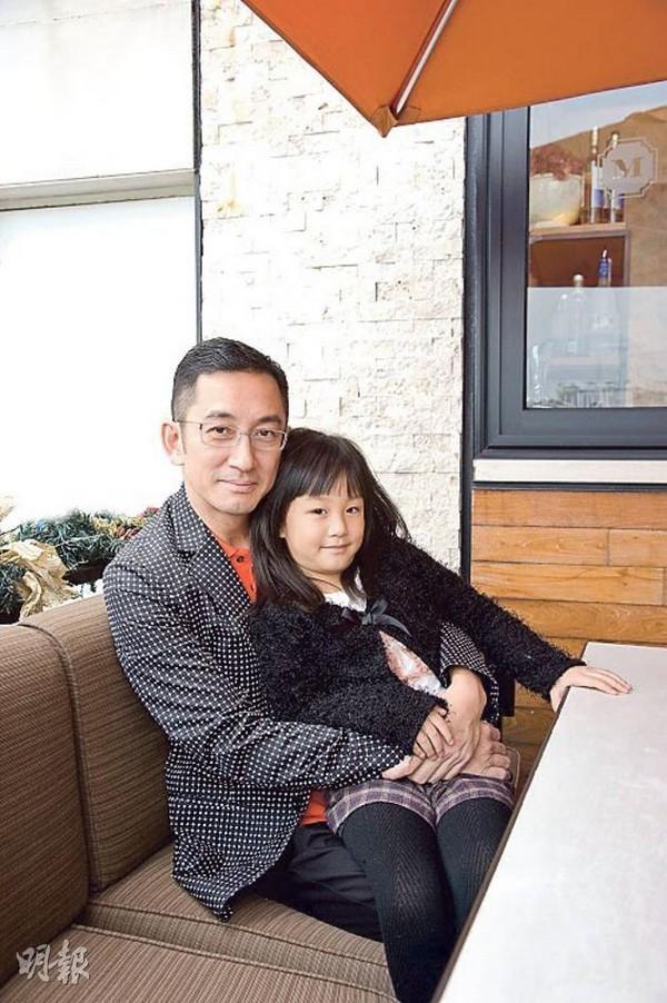 Những tài tử cùng tên Hoa của TVB: người không con cái, kẻ tán gia bại sản-19