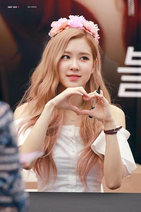 Fan Rosé chi mạnh ủng hộ miền Tây, Thủy Tiên tiết lộ bé Bánh Gạo thần tượng BTS và BLACKPINK-2