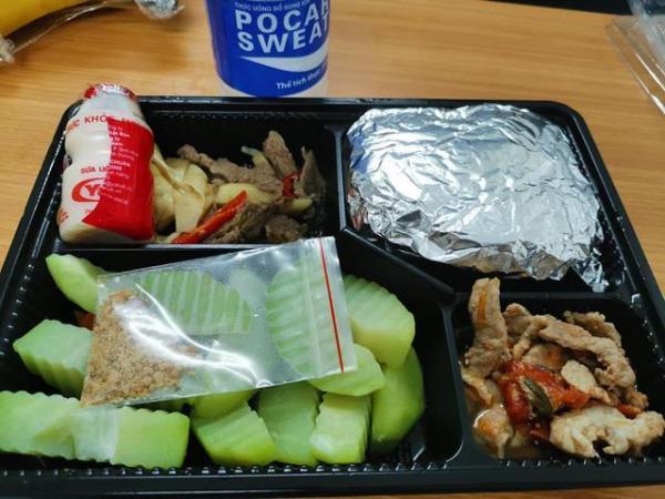 Sao Việt đánh giá thế nào về khẩu phần ăn được cấp trong khu cách ly tập trung?-13