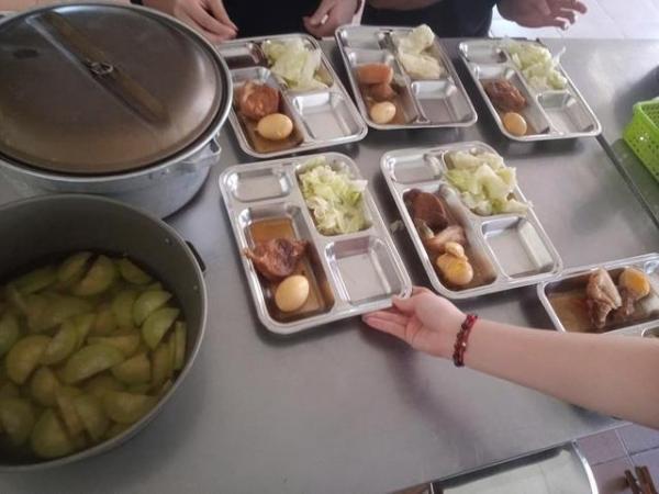 Sao Việt đánh giá thế nào về khẩu phần ăn được cấp trong khu cách ly tập trung?-14