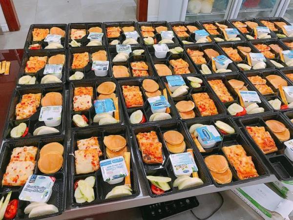 Sao Việt đánh giá thế nào về khẩu phần ăn được cấp trong khu cách ly tập trung?-16