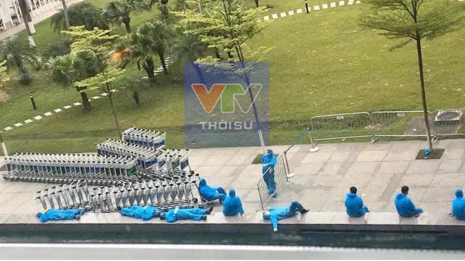 Cảnh màn trời chiếu đất của những người làm công tác phòng dịch Covid-19 làm MXH dậy sóng-3