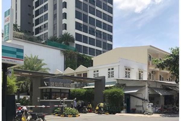 Trụ sở Công an phường, chung cư Thảo Điền bị cách ly vì cư dân người Anh mắc Covid-19-1