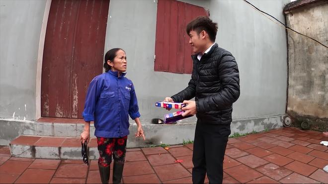VZN News: Làm clip troll mẹ, con trai cả của bà Tân Vlog bị bóc mẽ diễn lố, gian dối-3
