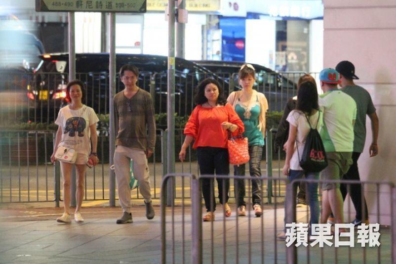 Tài tử Hong Kong 53 tuổi không kết hôn, sống cùng 3 tình nhân-3