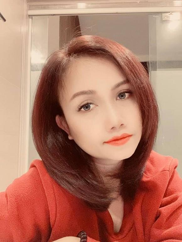 Nam Em tái phạm lỗi trang điểm cách đây 1 năm - Jun Vũ như bà cô già vì son phấn-11