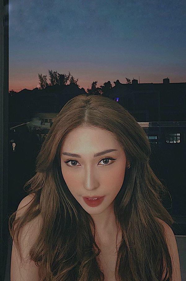 Lâu lâu mới khoe hình selfie, Khổng Tú Quỳnh bị nhận xét trang điểm quá đà, thiếu tự nhiên-4