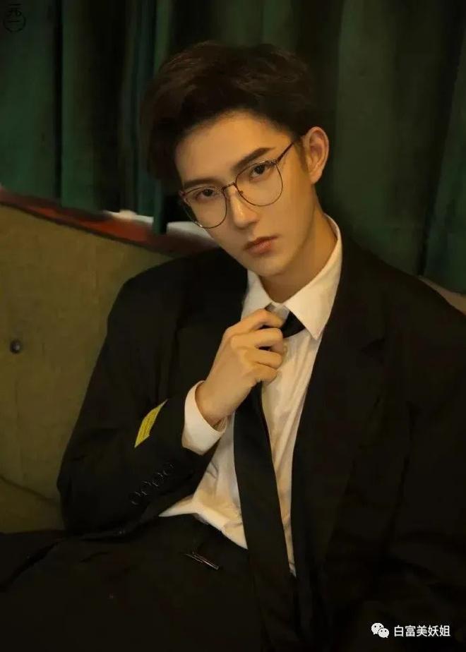 Hot boy Vật lý Trung Quốc lộ nhan sắc thật khi lên truyền hình-2
