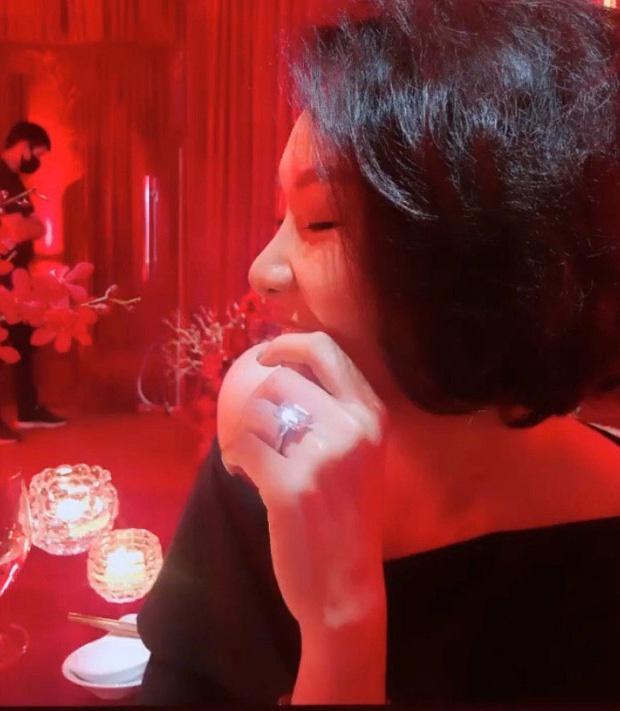 Bạn gái MC Quang Bảo đeo nhẫn kim cương, nghi vấn đã đính hôn-1