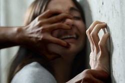 Bé gái 15 tuổi tố bị 4 thiếu niên cưỡng hiếp