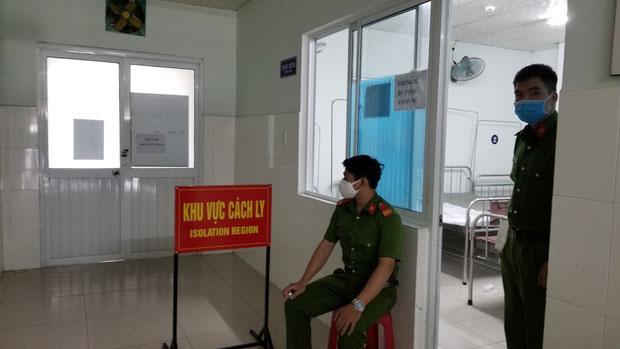 VZN News: Vụ 5 người thân nữ nhân viên Điện Máy Xanh nhiễm Covid-19 phá cửa trốn cách ly: Chồng không cho xét nghiệm con-2