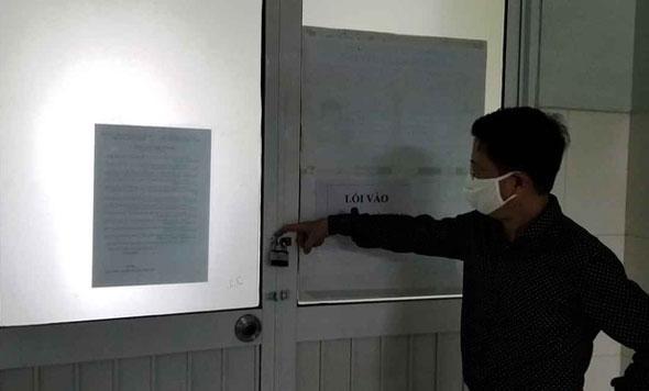 VZN News: Vụ 5 người thân nữ nhân viên Điện Máy Xanh nhiễm Covid-19 phá cửa trốn cách ly: Chồng không cho xét nghiệm con-1