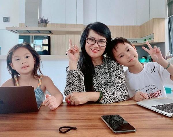 Mẹ vợ U60 cực trẻ đẹp ít ai biết của ca sĩ Lý Hải, chỉ hơn con rể đúng 10 tuổi-2