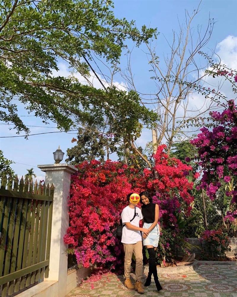 Hoa hậu HHen Niê tình tứ bên bạn trai, bất ngờ tính chuyện tổ chức đám cưới-1