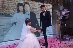 Con gái lấy chàng cụt 2 tay, bố mẹ rưng rưng khi giữa hôn trường chú rể làm điều lạ