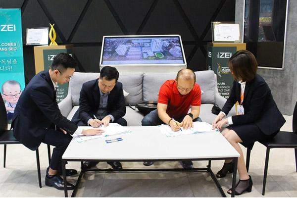 Sau 2 năm làm việc ở Việt Nam, HLV Park Hang-seo cùng vợ đi mua nhà riêng ở Mỹ Đình-1