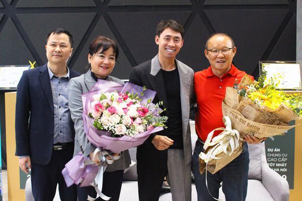 Sau 2 năm làm việc ở Việt Nam, HLV Park Hang-seo cùng vợ đi mua nhà riêng ở Mỹ Đình-3