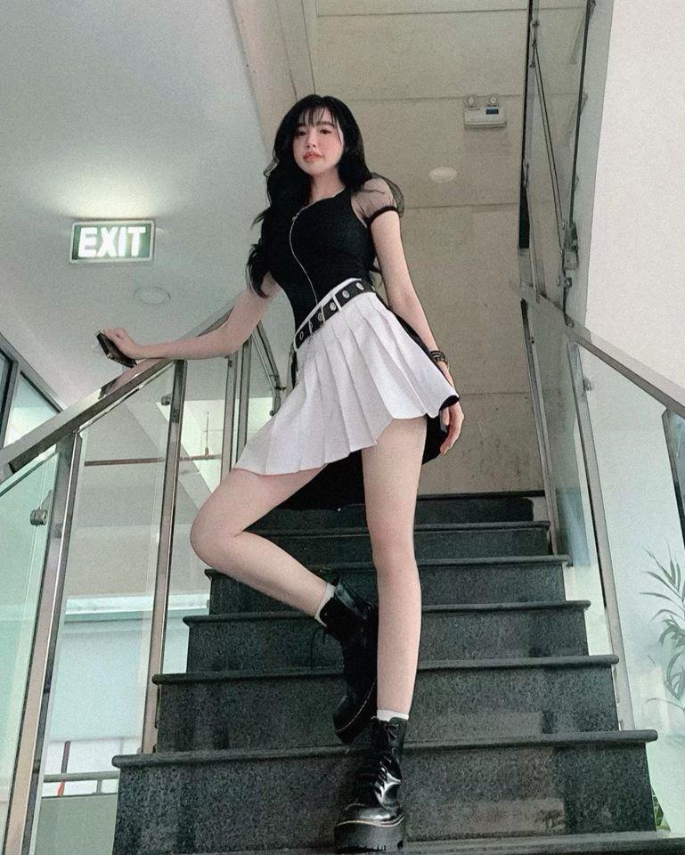 Đâu cần phải mặc nội y, Elly Trần cũng có chiêu diện đồ khoe vóc dáng đẹp như tạc-8