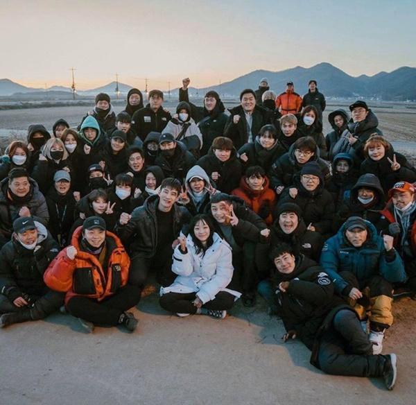 Dàn sao 'Tầng lớp Itaewon' chụp hình kỷ niệm, gửi lời cảm ơn khán giả-4
