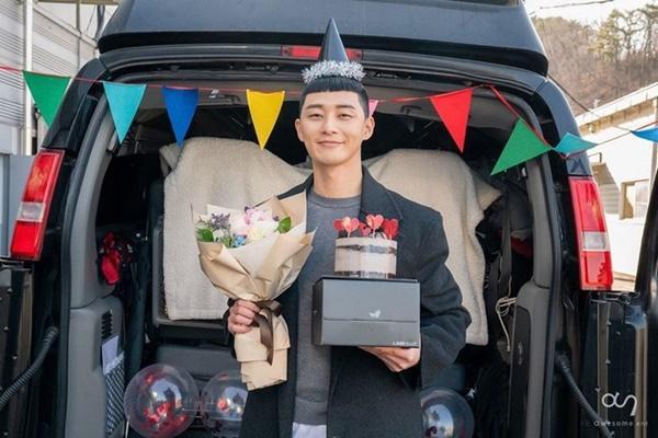Dàn sao 'Tầng lớp Itaewon' chụp hình kỷ niệm, gửi lời cảm ơn khán giả-5