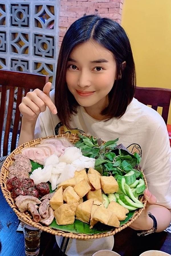 Cảnh ăn uống bi hài của sao Việt trên phim-4