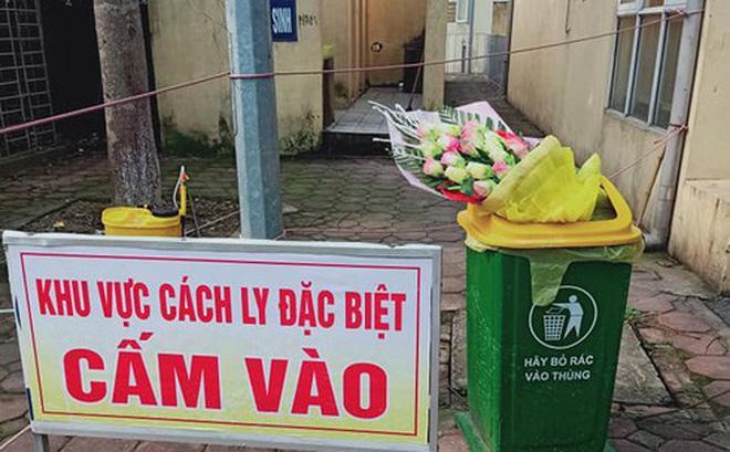 VZN News: Hình ảnh phản cảm: Được tặng hoa chúc mừng hết cách ly, nam thanh niên ném vào thùng rác-1