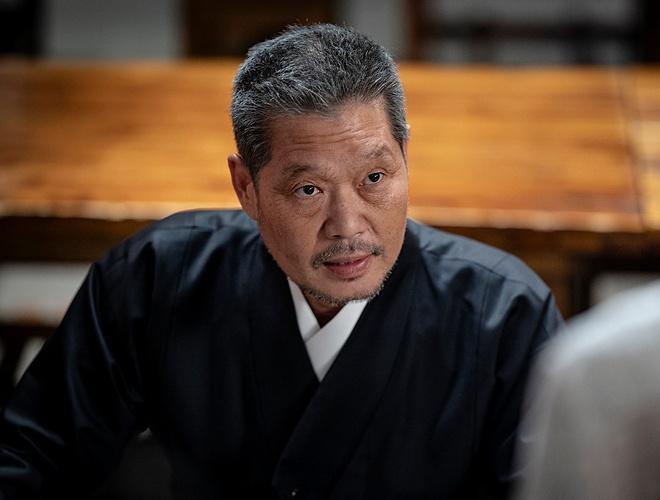 Chủ tịch độc ác ở Itaewon Class có gu ăn mặc khác biệt qua các phim-1