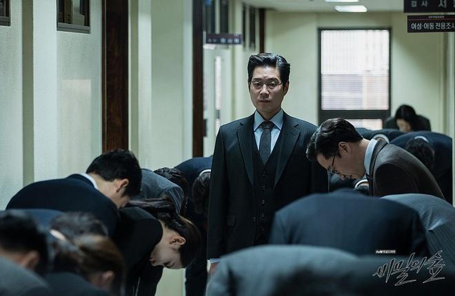 Chủ tịch độc ác ở Itaewon Class có gu ăn mặc khác biệt qua các phim-7