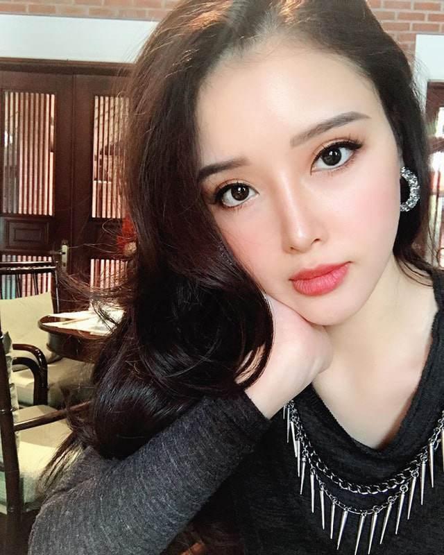 Nhan sắc kiêu sa, em gái Mai Phương Thuý chỉ mặc tối giản suốt 365 ngày vẫn đẹp và sang-1
