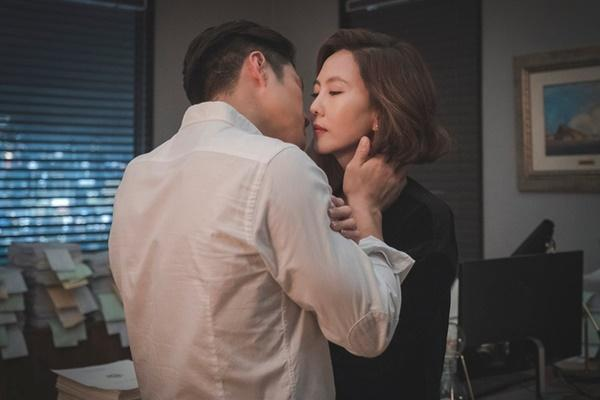 Loạt phim truyền hình Hàn nhiều cảnh nóng táo bạo-7