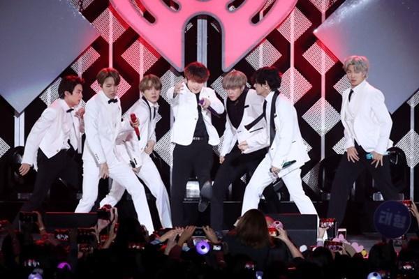 Nhóm nhạc BTS cắt ngắn chuyến lưu diễn thế giới vì dịch COVID-19-1