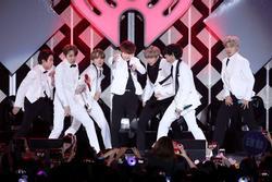Nhóm nhạc BTS cắt ngắn chuyến lưu diễn thế giới vì dịch COVID-19
