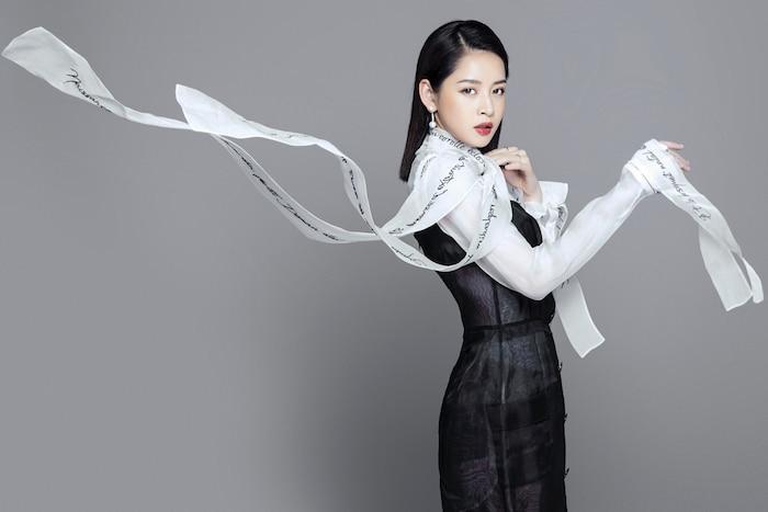 SAO MẶC ĐẸP: Mai Phương Thúy - Chi Pu cùng chọn suit kín đáo đi từ thiện-7