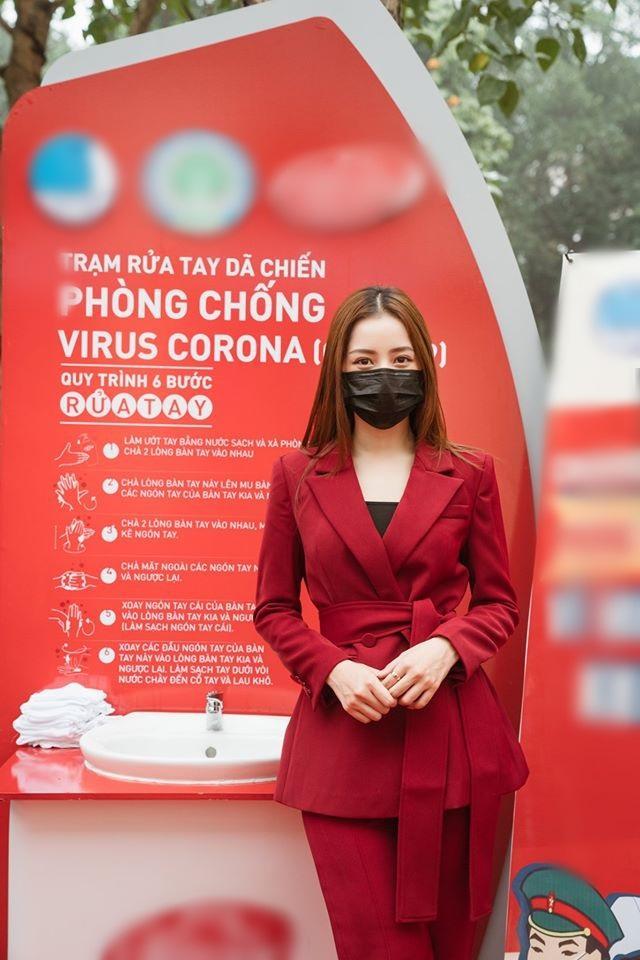 SAO MẶC ĐẸP: Mai Phương Thúy - Chi Pu cùng chọn suit kín đáo đi từ thiện-8