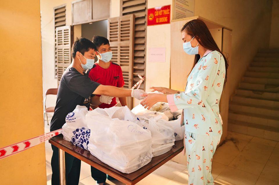 Võ Hoàng Yến và hội chị em cách ly tái chế đồ vô dụng thành vật hữu ích bất ngờ-18