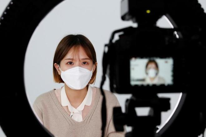 Khẩu trang đang là món đồ thời trang hot nhất tại Hàn Quốc-1