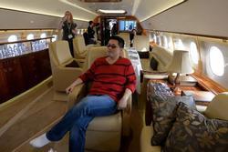 Con nhà giàu Trung Quốc chi bộn tiền, thuê máy bay riêng rời ổ dịch Mỹ